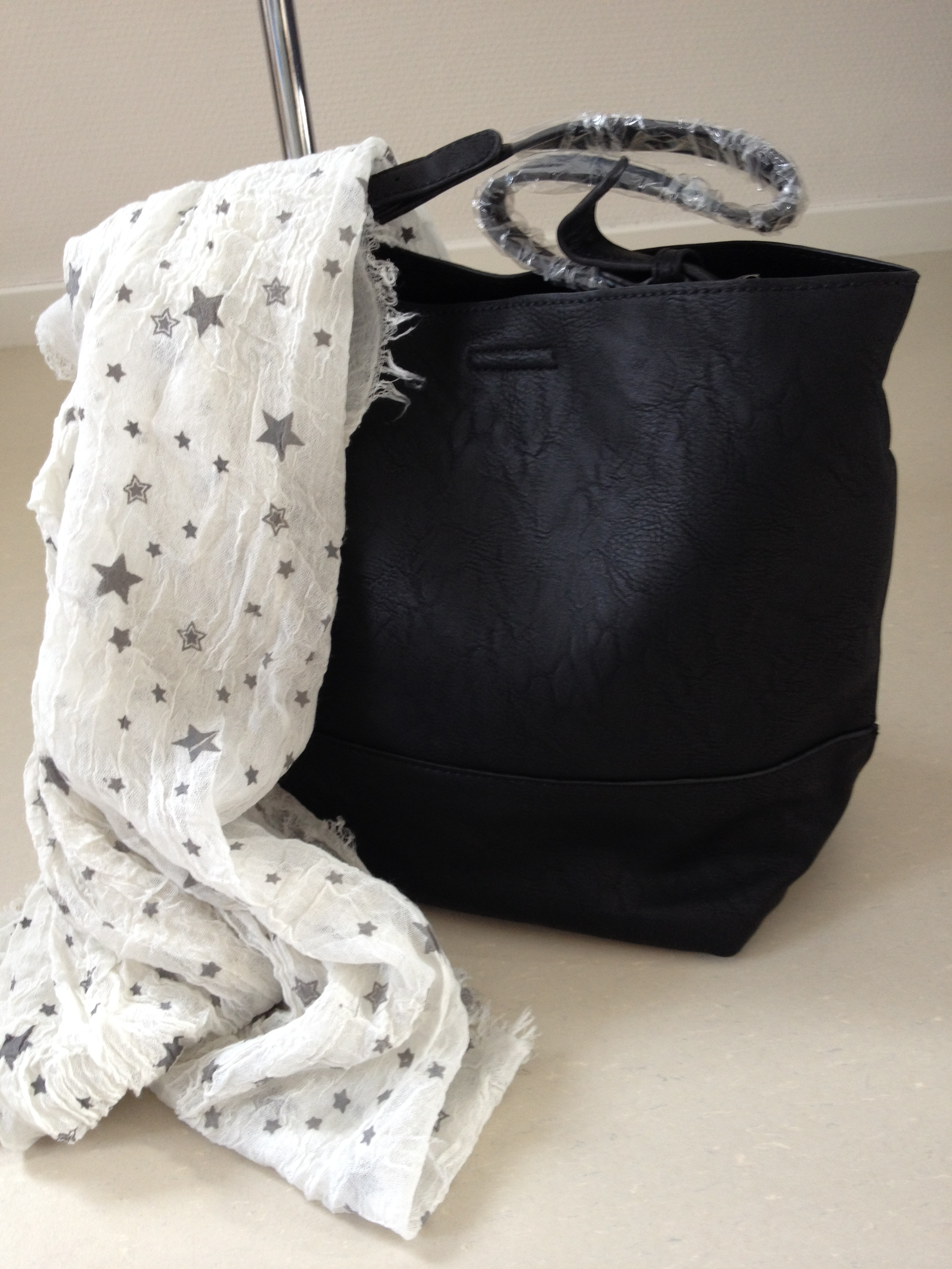 Bijoux    Tassen    Mooie trendy 2 in 1 zwarte tas met schouderband efdc347df8